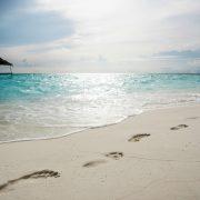 Maldive passeggiate sulla spiaggia a Filitheyo